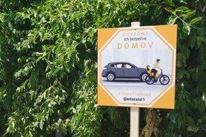 V bratislavskej mestskej časti Nové Mesto sa objavilo vyše 30 značiek vyzývajúcich k ohľaduplnosti na cestách.