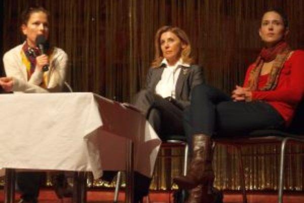 Prednáška v DAB: zľava autorka knihy Diagnóza F50 Gabina Weisová, Alena Heribanová a Magda Frecer.