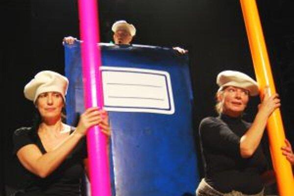 V predstavení Danka a Janka hrajú zľava Danica Hudáková, Ivan Gontko a Oľga Schrameková.