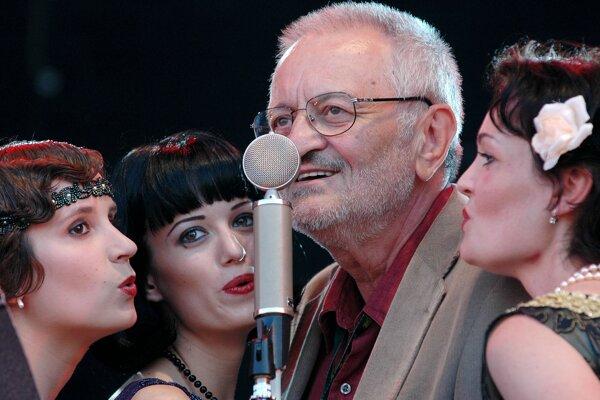 Milan Lasica spoločne s Bratislava hot serenaders na Pohode v roku 2005.