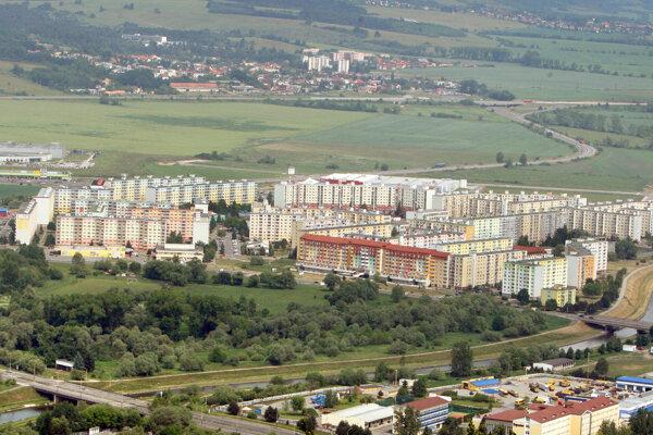 Zelená lokalita Bariny v popredí sídliska Západ.