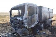 Zhorené nákladné auto.