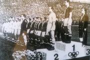 Stupeň víťazov na futbalovom turnaji OH 1964 v Tokiu.