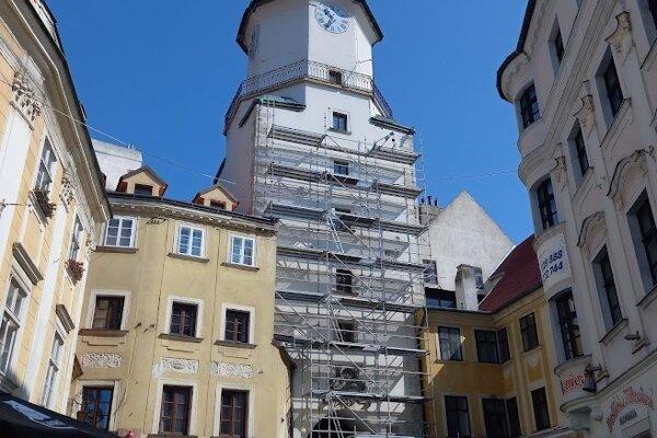 Avizovaná rekonštrukcia Michalskej veže sa začala.