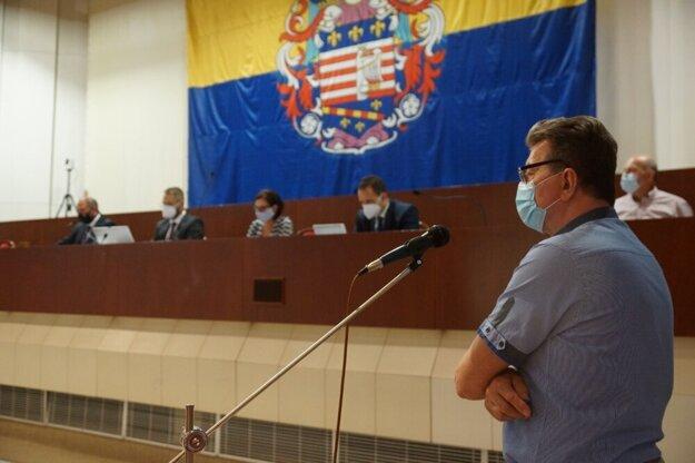 Problémy Holubyho ulice predniesol P. Krempaský aj na zastupiteľstve.