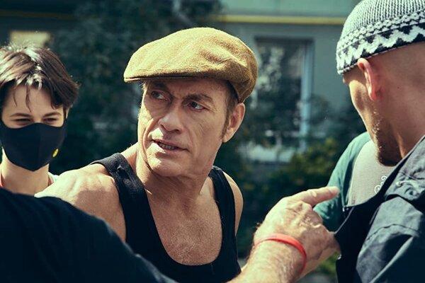 Jean-Claude Van Damme vo filme The Last Mercenary.