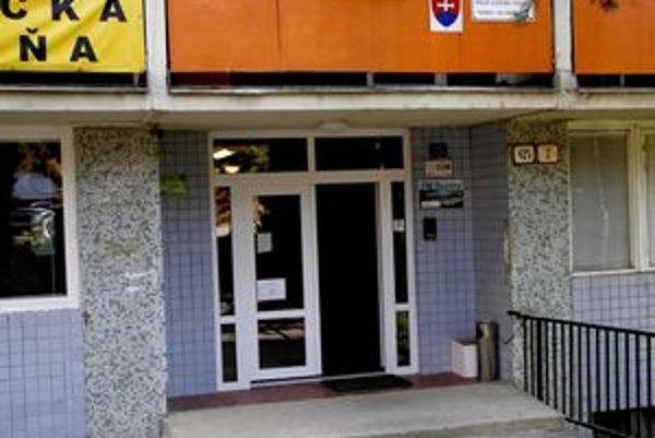 Obvodné oddelenie polície na Klokočine sídli v priestoroch prenajatých od súkromnej firmy.