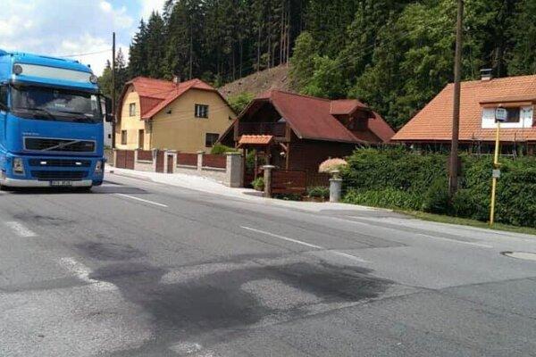 Oprava cesty v Makove