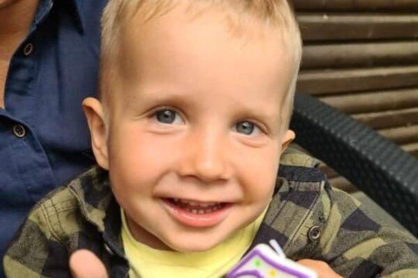 Usmievavý chlapček oslávil tretie narodeniny.