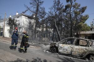 Požiar na predmestí Atén.