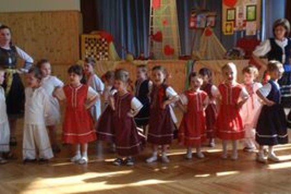 Súbor najmenších detí - Borinôčka.