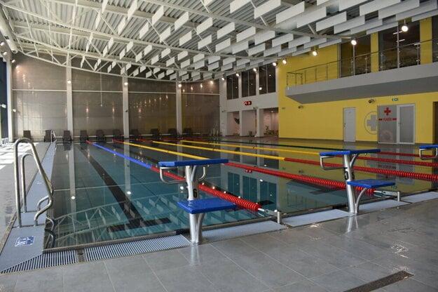 Plavecký bazén v novej krytej plavárni.
