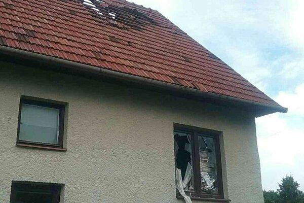 Guľový bles spôsobil škodu.