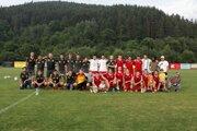 Spoločná fotografia futbalistov Papradna a Brvnišťa z turnaja.