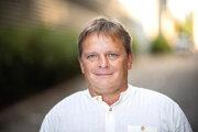 Tomáš Hisem (1972) - bývalý baník, ktorý sa rekvalifikoval na programátora. Dvadsaťpäť rokov pracoval v baníctve v spoločnosti OKD, teraz tri roky pracuje vo firme NetDirect ako programátor a venuje sa servisu e-shopu. Je rodákom z Ostravy, má tri deti, je rozvedený a žije s priateľkou.