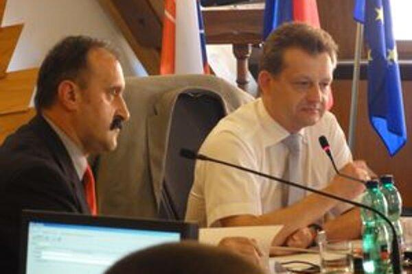 Primátor Zoltán Hájos (vpravo) s viceprimátorom Lászlom Szabóom.