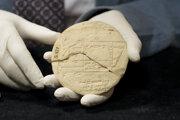 Doštička, na ktorej pred 3600 rokmi starý Babylončan riešil geometrický problém.