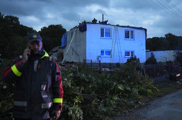 Hasiči v Petkovciach pomáhali odstraňovať následky živelnej pohromy.