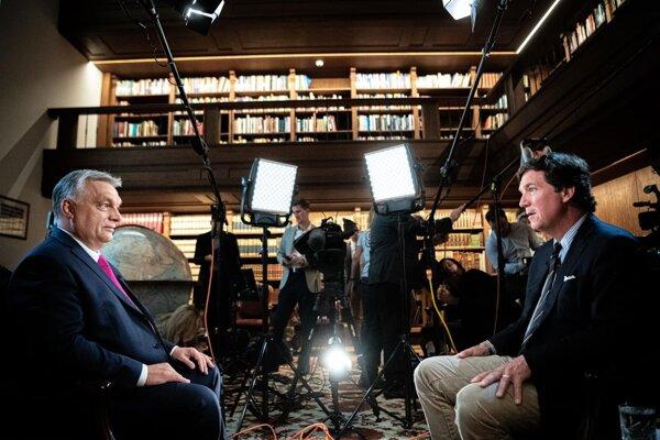 Orbán v rozhovore s Carlsonom.