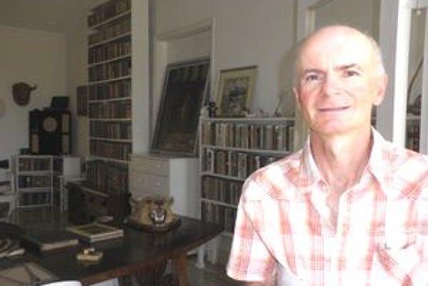 Oto Malý v knižnici Ernesta Hemingwaya. Obsahuje 9-tisíc zväzkov.