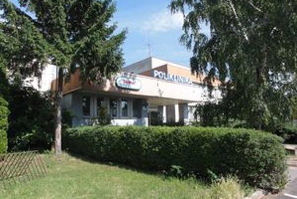 Poliklinika v Seredi.