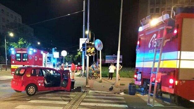Nehoda na Letnej ulici, zranili sa dvaja ľudia.