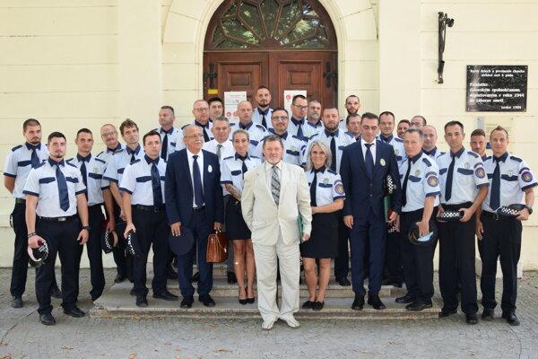 Levickí mestskí policajti.