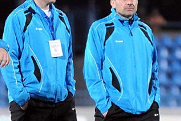 Cyril Stachura pokračuje na lavičke FC. Vľavo Igor Demo, ktorý sa po marcovej rošáde posunul na post asistenta trénera a zároveň je aj vedúcim mužstva.