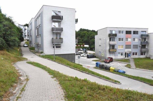 Mesto súhlasilo, že preberie cesty, zeleň i osvetlenie, ale iba v hornej časti nového sídliska. Odpoveď vlastníka na návrh nemá.