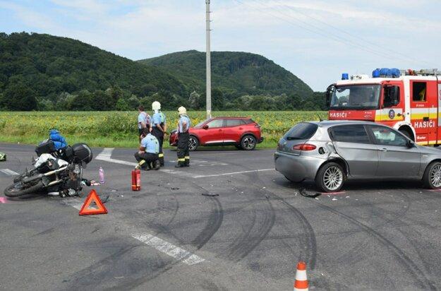 Nehoda pred obcou Tovarné.