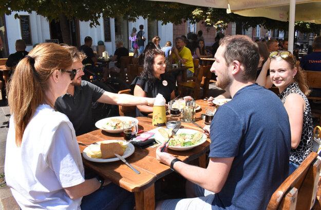 Zákazníci sa nechcú vzdať možnosti najesť sa v meste.