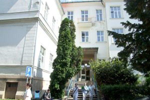 V tejto budove sídli doliečovacie oddelenie, rehabilitácia aj diagnostické centrum.