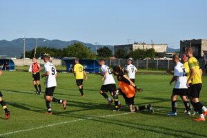 Momentka zo zápasu Čachtice - Hrachovište.