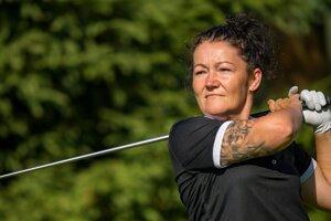 Andrea Zacharová je amatérskou hráčkou golfu a tvrdí, že 90 percent nehnuteľností predala práve počas hrania hry.