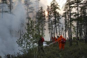 Do hasenia sa zapojili hasiči aj dobrovoľníci.