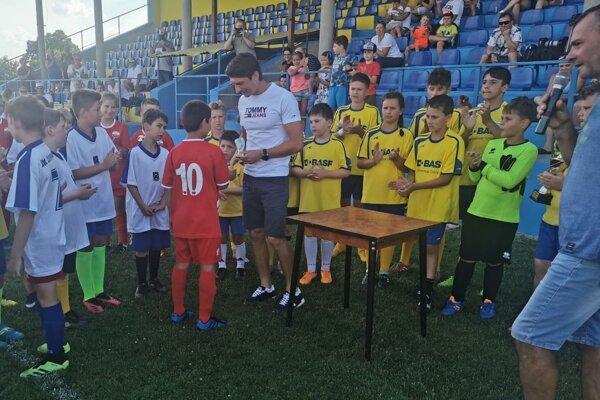 Vo futbalových Žitavanoch sa tešia z tridsiatich mládežníkov, nedávno im zorganizoval vydarený turnaj o Pohár Martina Chrena.