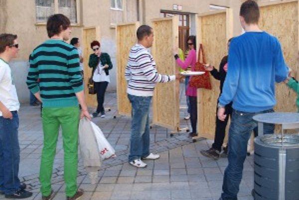 Takto sa na Kupeckej ulici v Nitre žartovalo vlani.