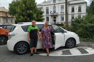 Rodina Brandejských sa aj vďaka pomoci ľudí dnes vozí na novom aute.