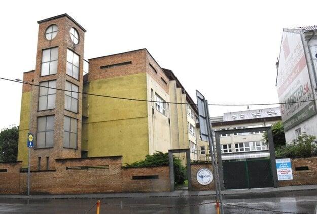 Železničná nemocnica v Košiciach. Na predaj budú už čoskoro celý areál, všetky nehnuteľnosti i ďalší majetok.