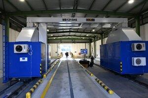 Nový skener na kontrolu dopravných prostriedkov na hraničnom priechode Vyšné Nemecké-Užhorod.
