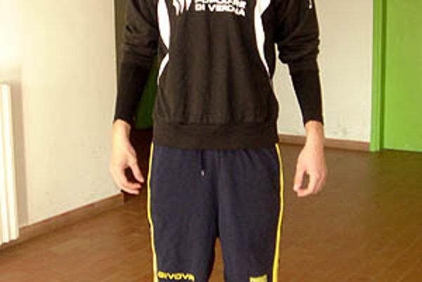 Viktor Kráľ má 196 cm. Zameralo ho Chievo Verona.