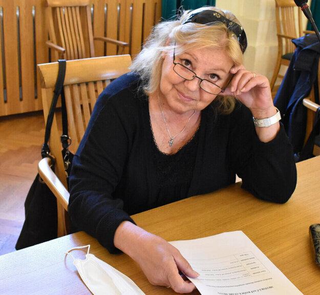 Ľuba Blaškovičová upozorňuje, že k odbornému stanovisku potrebuje jej komisia právnu pomoc.