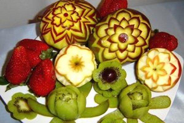Takto krásne vie ovocie vyrezávať Helena Hercová z Nitry.