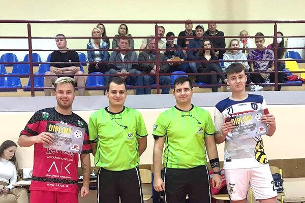 Za najlepšieho hráča Raptorov bol vyhlásený Matúš Píši (vľavo), za Mútne Vladislav Čajka (vpravo).