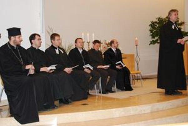 Ekumenický modlitebný večer sa konal aj v evanjelickom kostole Svätého Ducha.