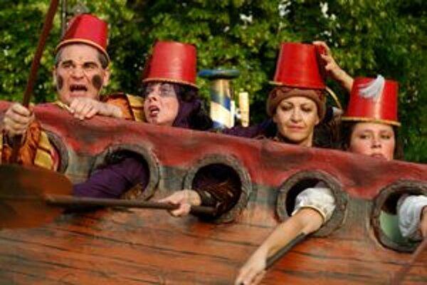 Othello alebo Škrtič benátsky v podaní hercov Bábkového divadla Žilina - zľava Abafi, Eliášová, Filipčíková a Danková.