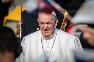 Pápež František je už na Slovensku.