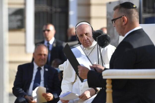 Pápež František počas stretnutia so židovskou komunitou na Rybnom námestí v Bratislave.