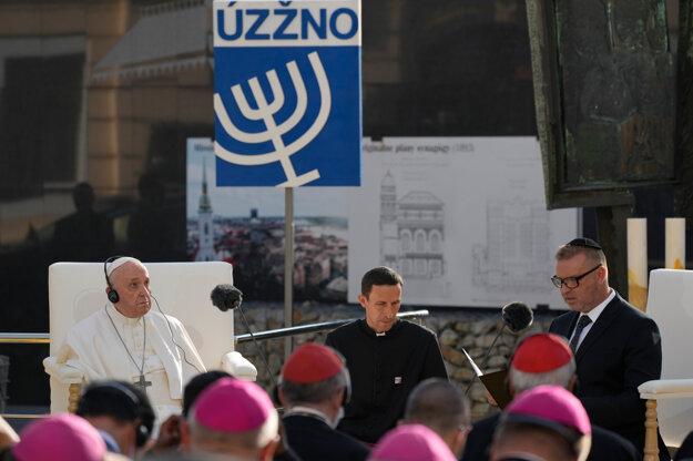 Pápež František na stretnutí so židovskou komunitou.