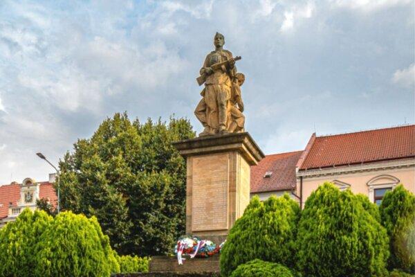 Pamätník na Námestí sv. Michala v Hlohovci